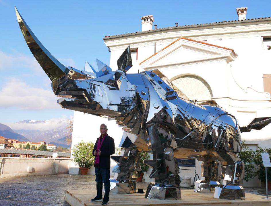 施力仁創作「金鋼犀牛」已於義大利展出(圖/施力仁臉書)