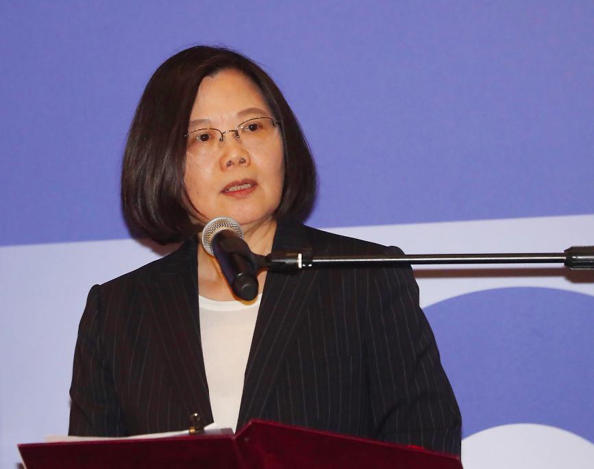 美國在台協會今日在台北內湖新館舉行「台灣關係法&AIT@40:40年友誼慶祝酒會」,總統蔡英文出席並致詞(圖/中央社)