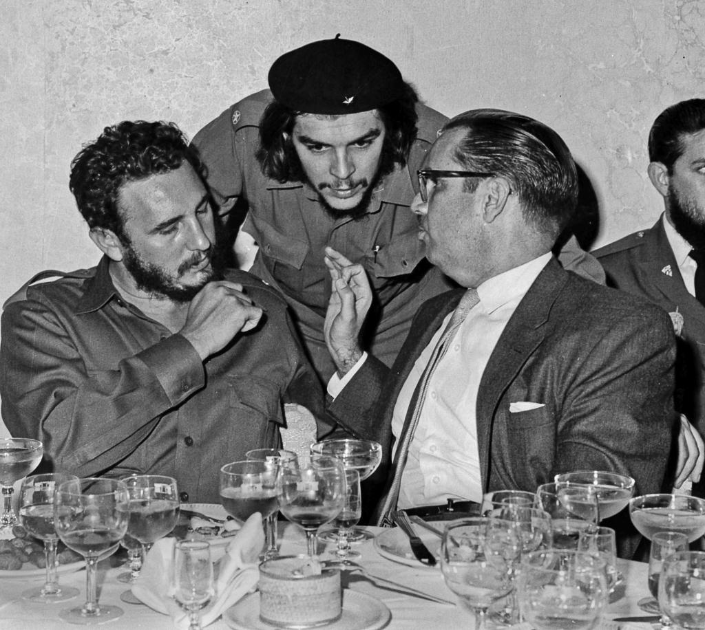 """FILE - In this 1960 file photo, Cuba's revolutionary hero Ernesto """"Che"""" Guevara, center, Cuba's leader Fidel Castro, left, and Cuba's P..."""