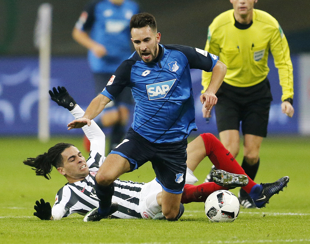 Frankfurt's Omar Mascarell, left, and Hoffenheim's Lukas Rupp challenge for the ball during a German first division Bundesliga match be...