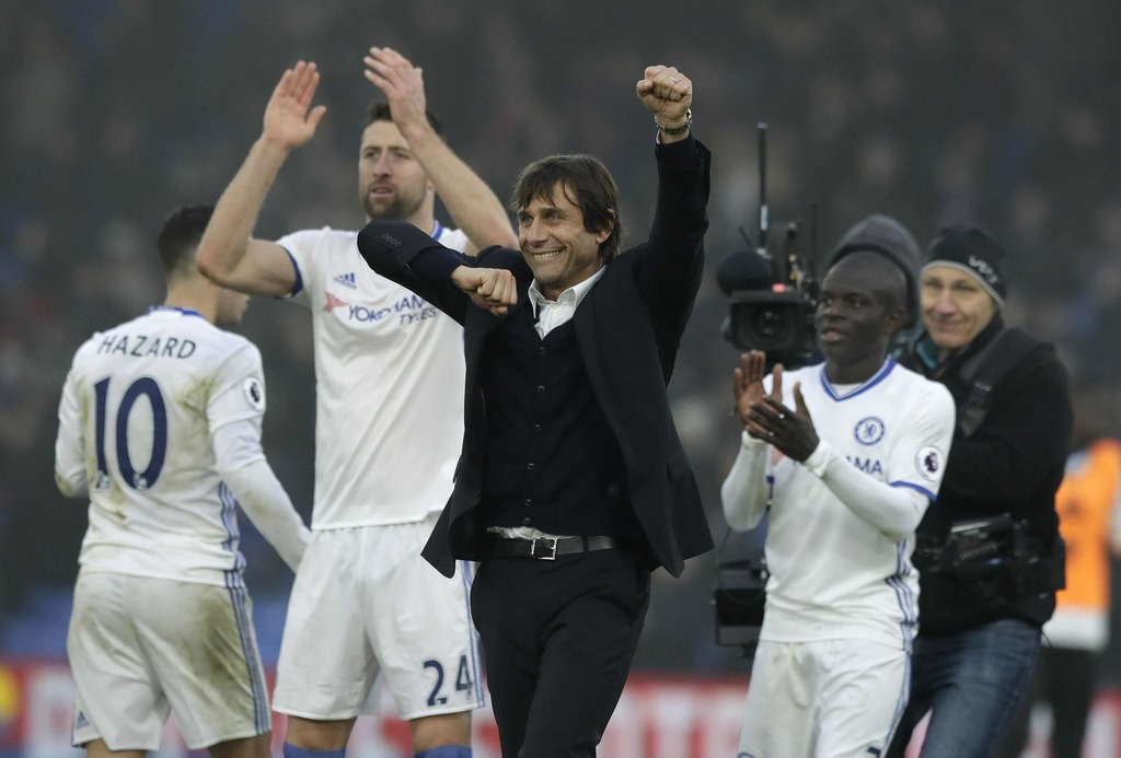 Chelsea's manager Antonio Conte celebrates with his players after they won the English Premier League soccer match between Crystal Pala...