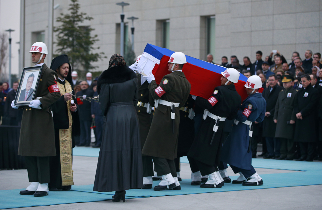 Members of a Turkish forces honour guard carry the Russian flag-draped coffin of Russian Ambassador to Turkey Andrei Karlov who was ass