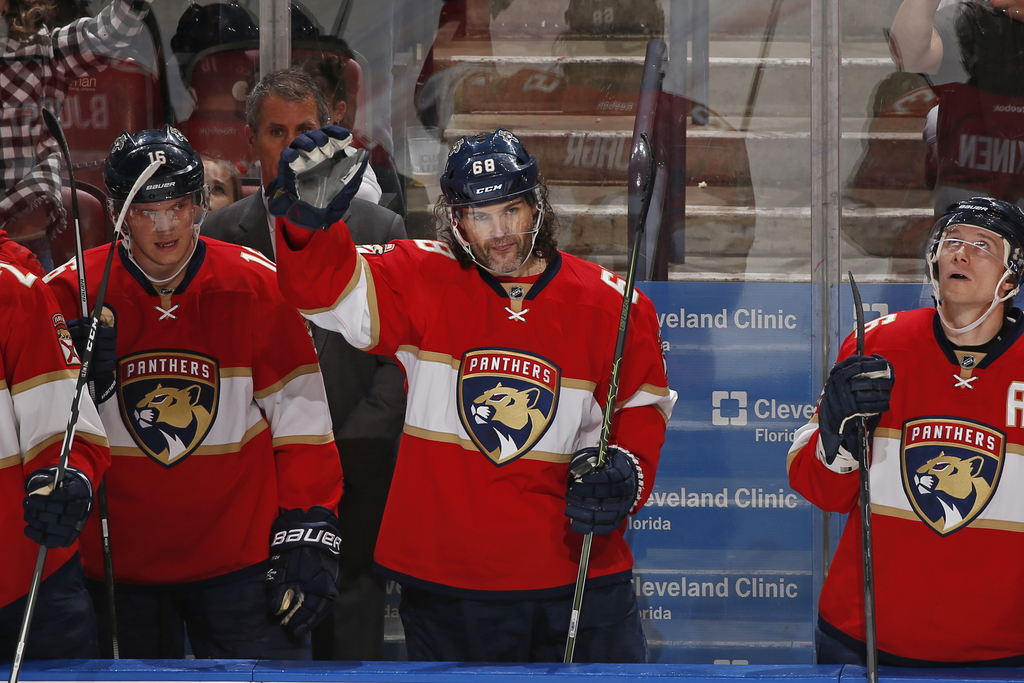 Florida Panthers right wing Jaromir Jagr (68) acknowledges the fans after he scored his third point of the game against the Buffalo Sab...