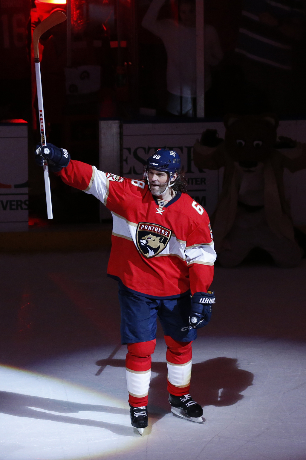 Florida Panthers right wing Jaromir Jagr (68) acknowledges the fans after the NFL hockey game against the Buffalo Sabres, Tuesday, Dec....