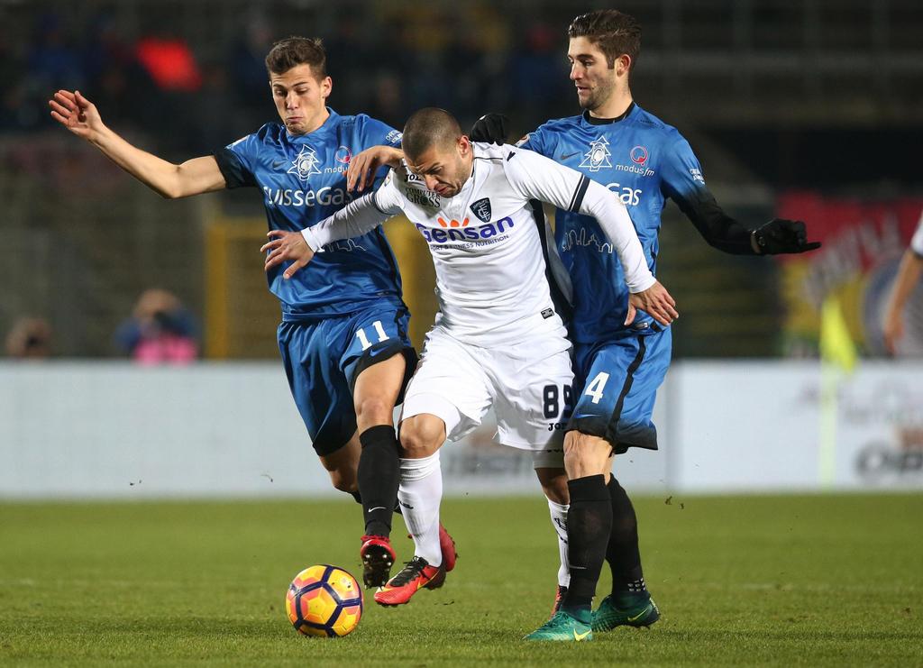 Atalanta's Remo Freuler, left, Empoli's Guido Marilungo and Atalanta's Roberto Gagliardini go for the ball during a Serie A soccer matc...