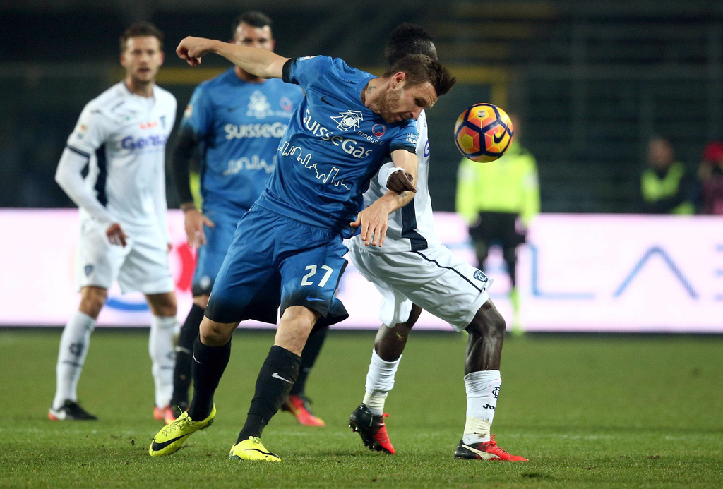 Atalanta's Jasmin Kurtic, left, and Empoli's Assane Diousse vie for the ball during a Serie A soccer match in Bergamo, Italy, Tuesday, ...