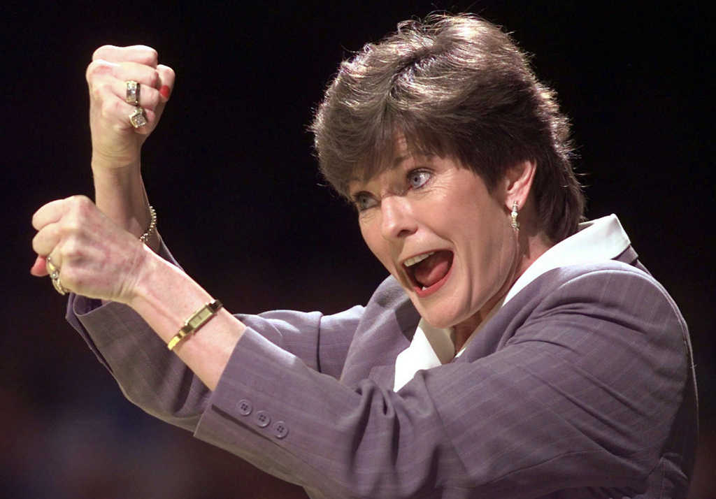 FILE - In this March 21, 1998, file photo, Tennessee coach Pat Summitt signals to her players in the second half of an NCAA college bas...