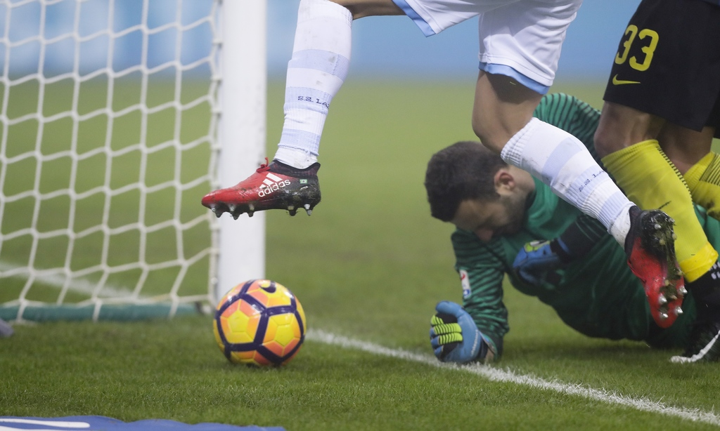 Inter Milan goalkeeper Samir Handanovic saves a shot by Lazio's Felipe Anderson during a Serie A soccer match between Inter Milan and L...