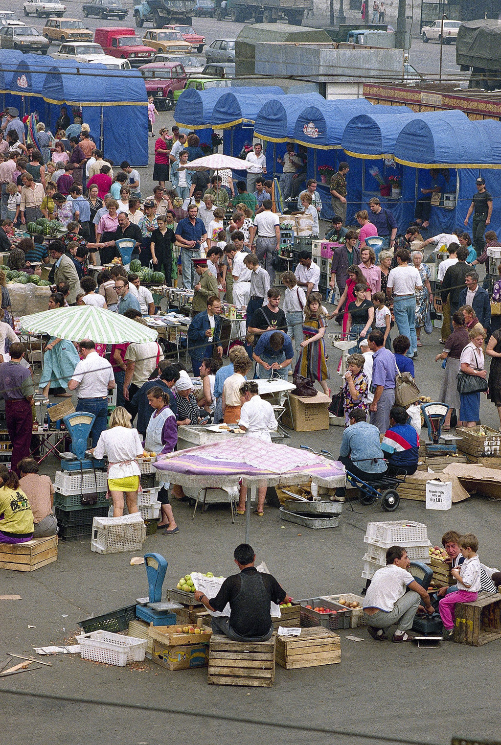 FILE - In this Thursday, Aug. 13, 1992 file photo, shoppers browse among street salesmen and kiosks carrying everything from underwear ...