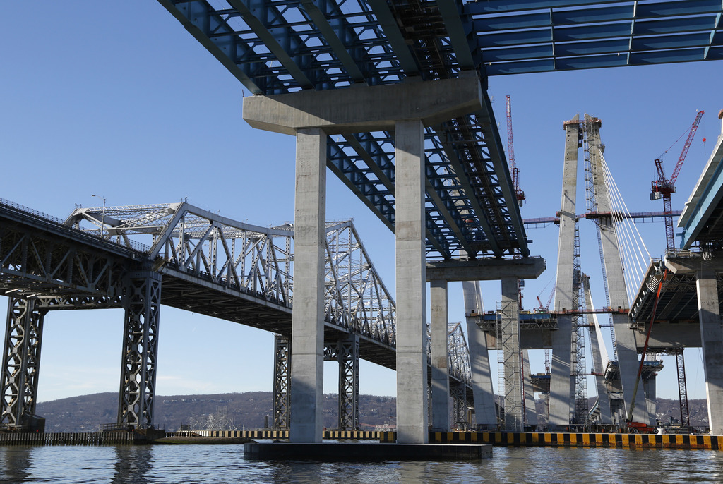Work continues on the new Tappan Zee Bridge, right, while the older one, left, is still in use near Tarrytown, N.Y., Tuesday, Dec. 20, ...