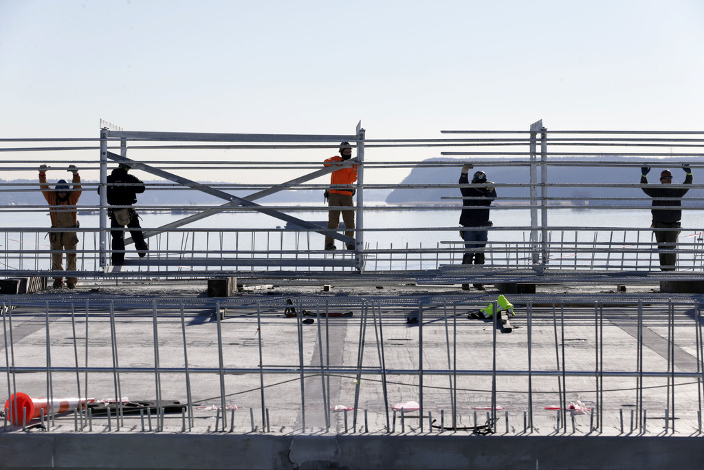 Construction continues on the new Tappan Zee Bridge near Tarrytown, N.Y., Tuesday, Dec. 20, 2016. The new bridge about 25 miles north o...