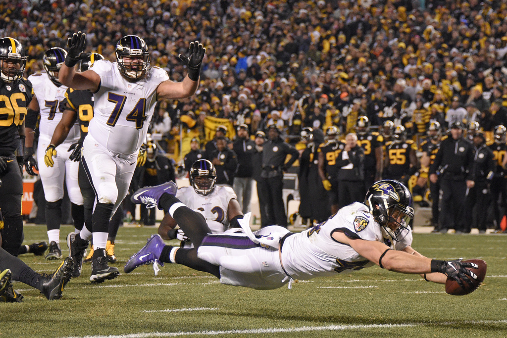 Baltimore Ravens fullback Kyle Juszczyk (44) dives for the end zone for a touchdown during the second half of an NFL football game agai...