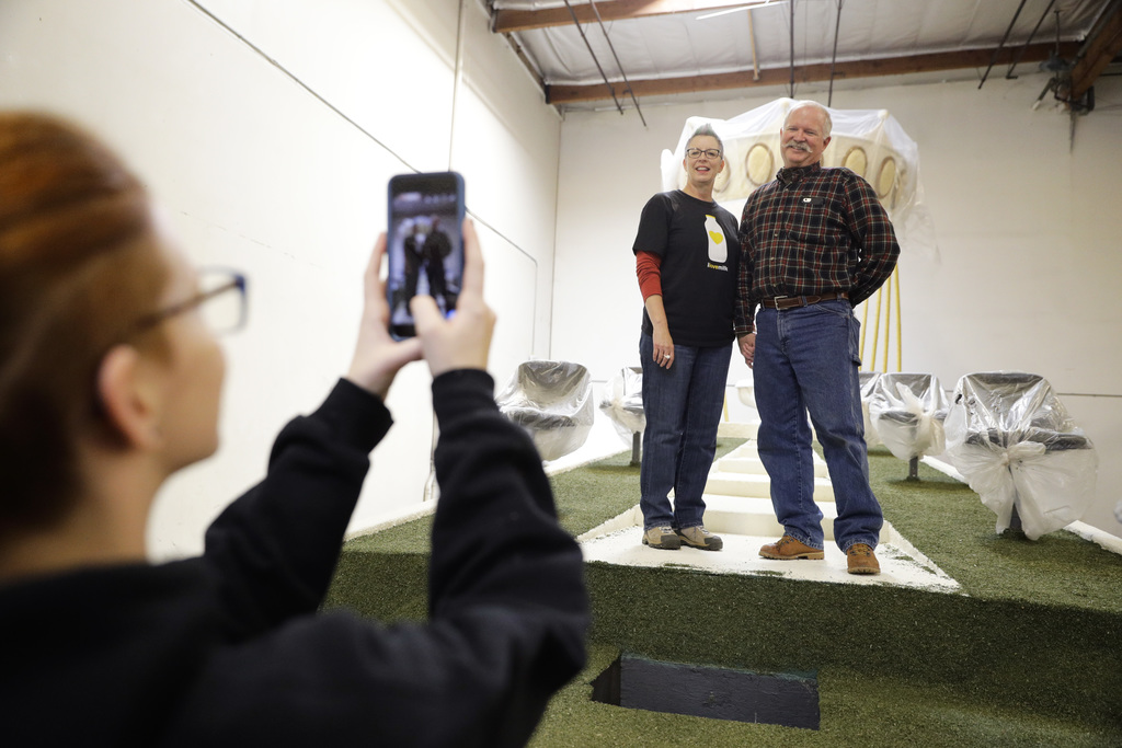 In this Wednesday, Dec. 28, 2016 photo, Kiri Svelmoe, foreground, takes pictures of her mother Susan Brown and Brown's boyfriend Christ...