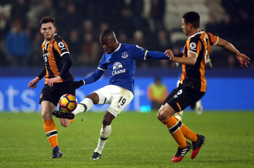 Everton's Enner Valencia, centre, is challenged by Hull City's Andrew Robertson, left, and Curtis Davies during the English Premier Lea...