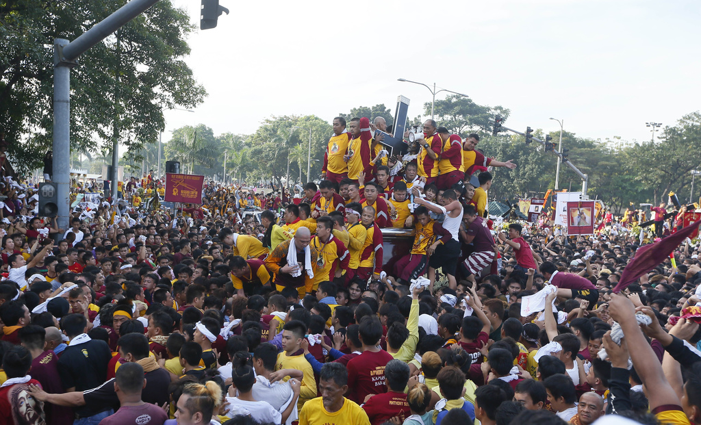 Huge Catholic procession held under heavy sec    | Taiwan News