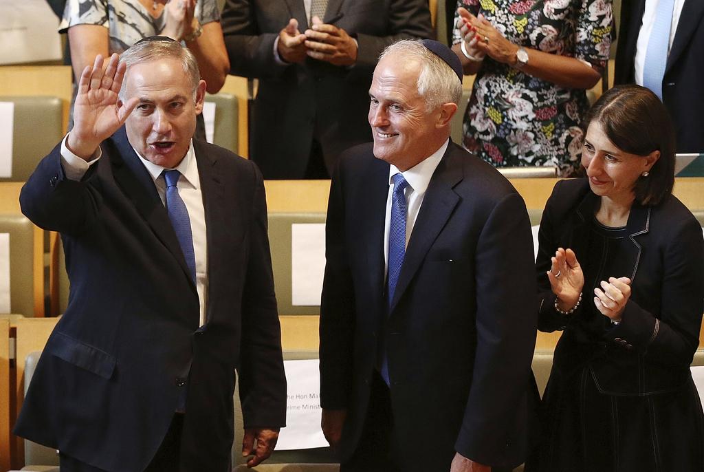 Israeli Prime Minister Benjamin Netanyahu, left, and Australian Prime Minister Malcolm Turnbull, center, arrive at the Central Synagogu...