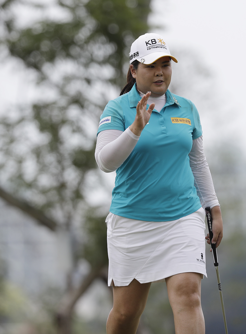 Inbee Park of South Korea waves to the crowd after sinking her putt on the 11th hole during the final round of the HSBC Women's Champio...
