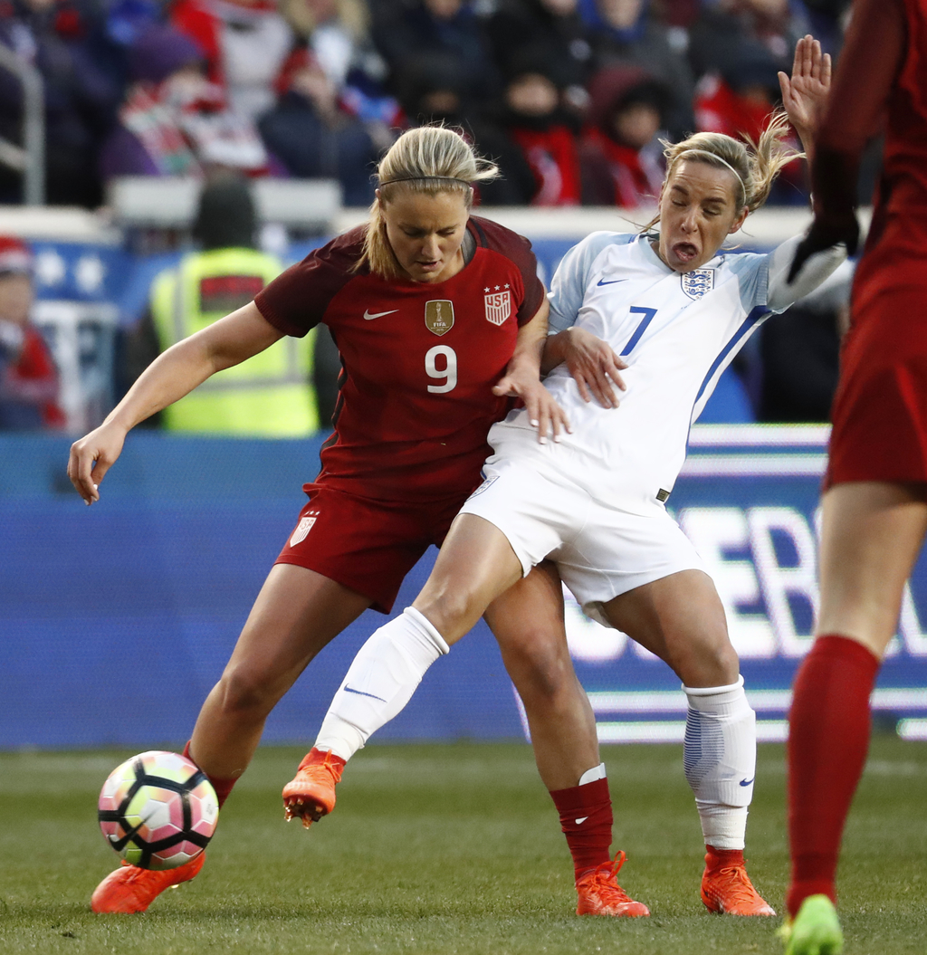 United States midfielder Lindsey Horan (9) defends against England midfielder Jordan Nobbs (7) during the first half of a SheBelieves C...