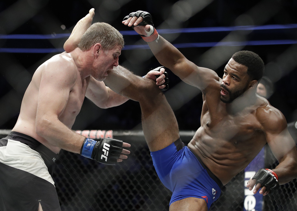 Rashad Evans, right, fights Daniel Kelly, of Australia, during a middleweight mixed martial arts bout at UFC 209, Saturday, March 4, 20...