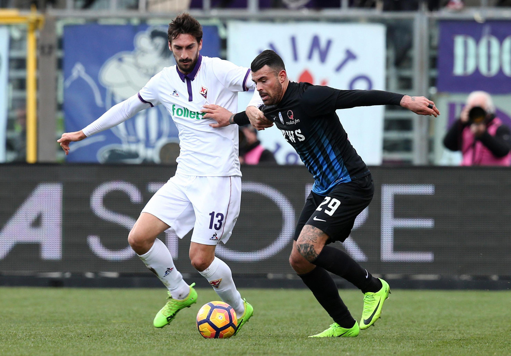 Atalanta's Andrea Petagna, right, vies for the ball with Fiorentina's Davide Astori during a Serie A soccer match between Atalanta and ...
