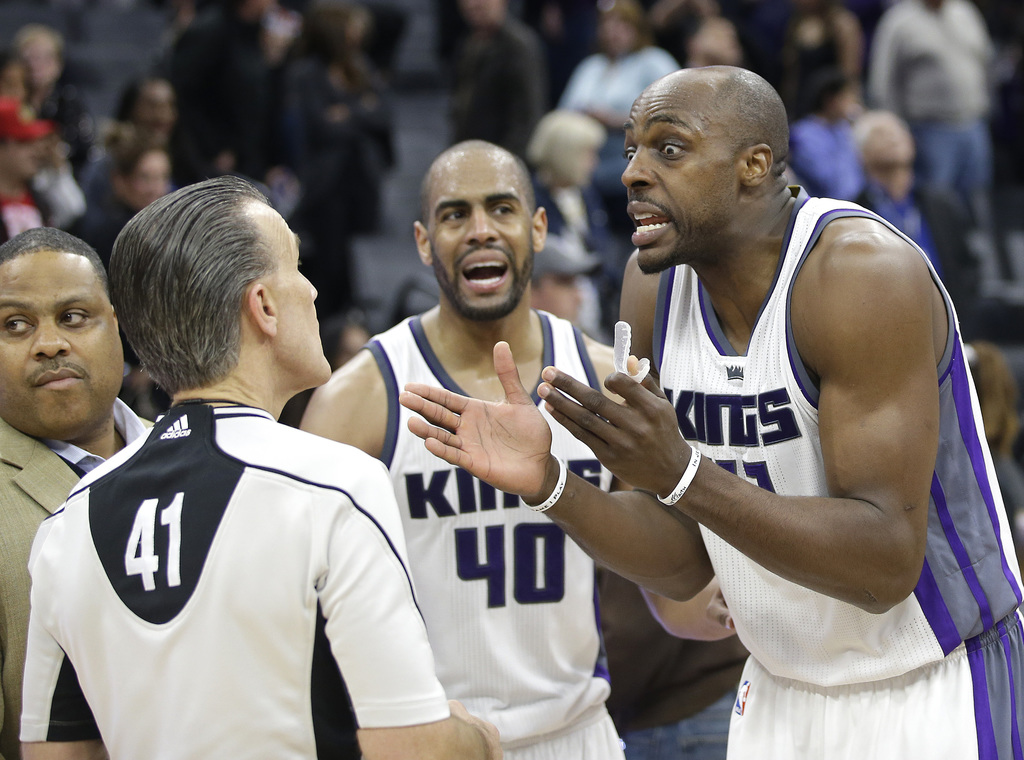 Sacramento Kings forward Anthony Tolliver, right, questions referee Ken Mauer after a tip-in basket at the buzzer by Utah Jazz center R...