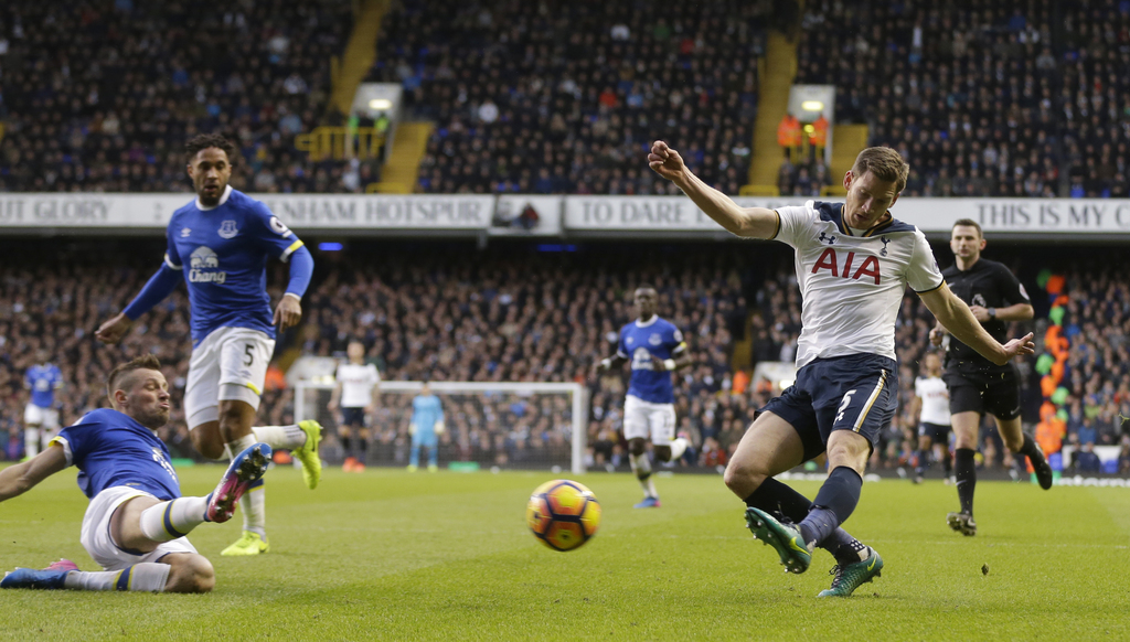 Tottenham Hotspur's Jan Vertonghen, right, shoots at goal during the English Premier League soccer match between Tottenham Hotspur and ...
