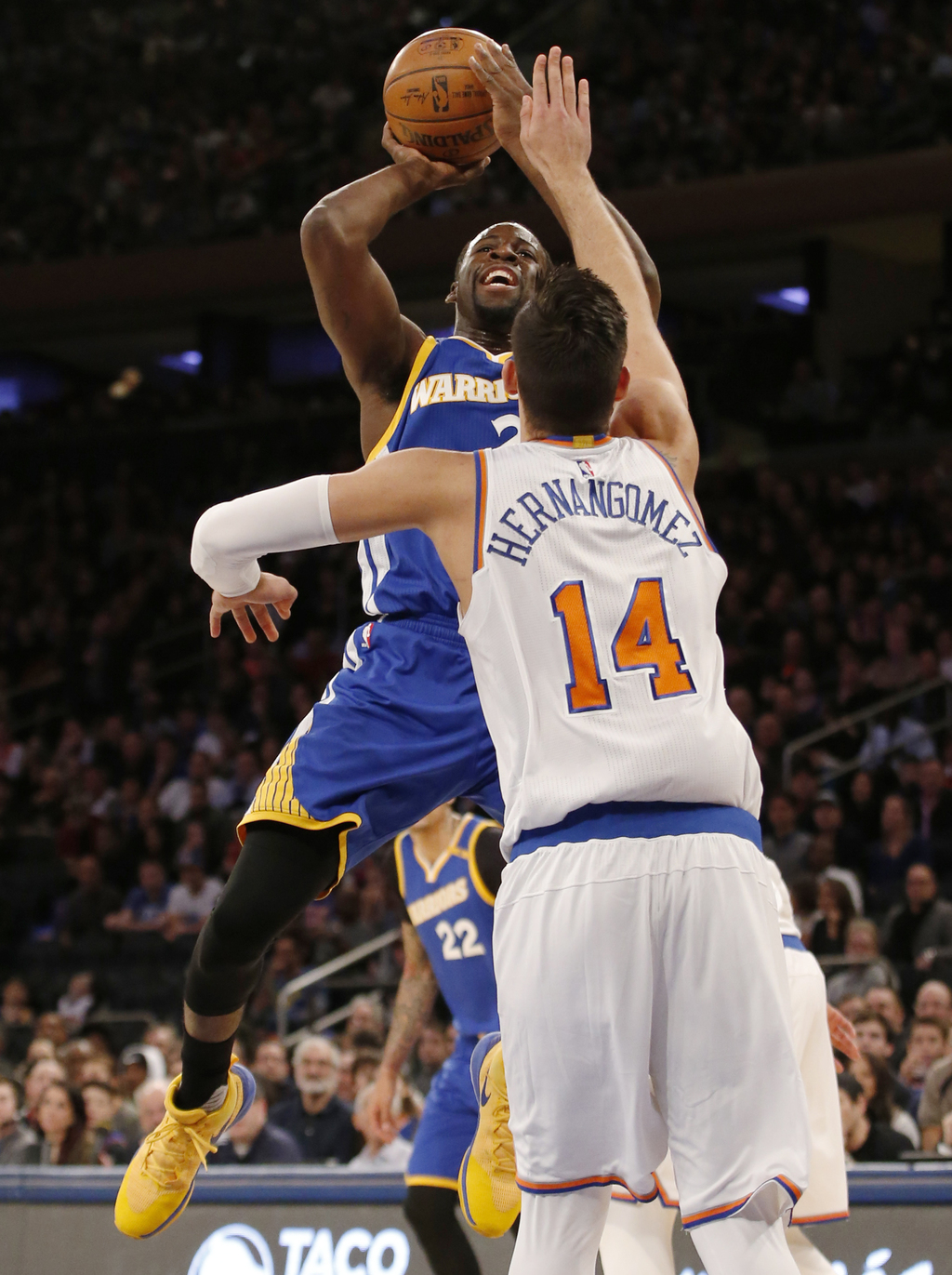 New York Knicks center Willy Hernangomez (14) defends Golden State Warriors forward Draymond Green (23) in the first half of an NBA bas...