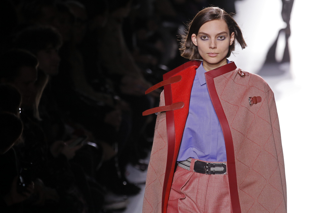 A model wears a creation for Hermes' Fall-Winter 2017/2018 ready-to-wear fashion collection presented Monday, March 6, 2017 in Paris. (...