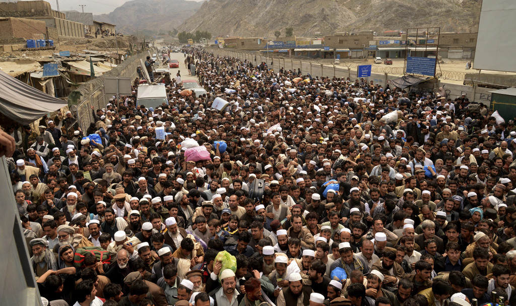 Afghan nationals prepare to cross the Torkham border post in Pakistan en route to Afghanistan, Tuesday, March 7, 2017. Thousands of Afg...