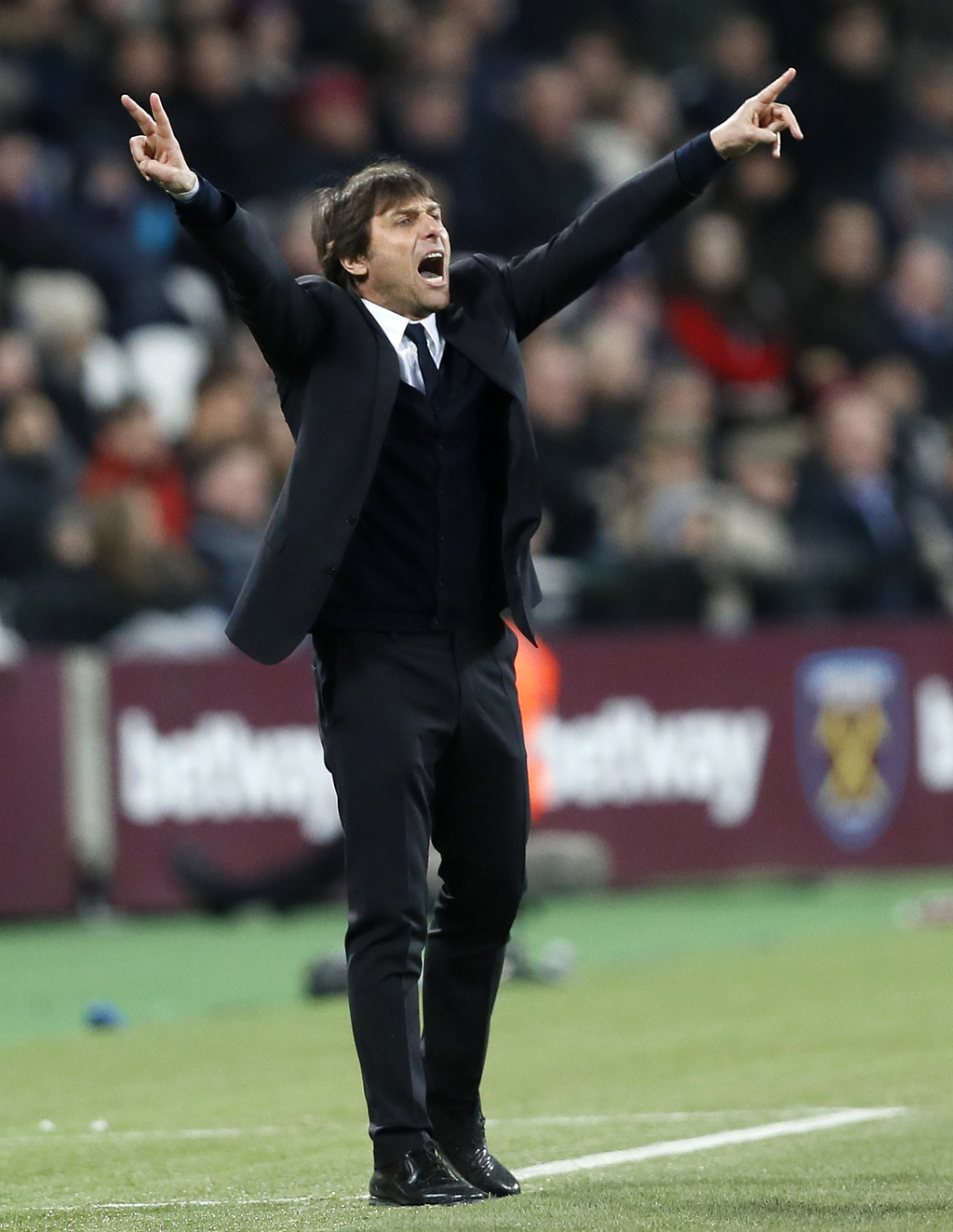 Chelsea manager Antonio Conte gestures during the English Premier League soccer match between West Ham and Chelsea at London Stadium, M...
