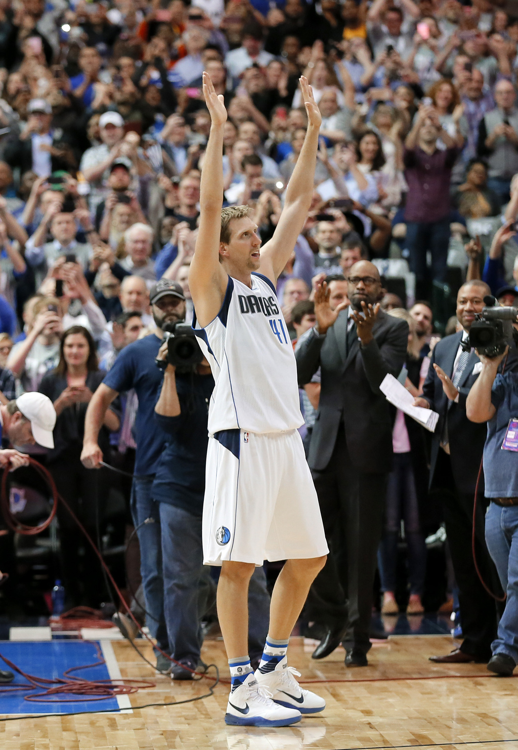 Dallas Mavericks' Dirk Nowitzki (41) of Germany acknowledges cheers from fans during a time out after Nowitzki scored his 30,000th care...