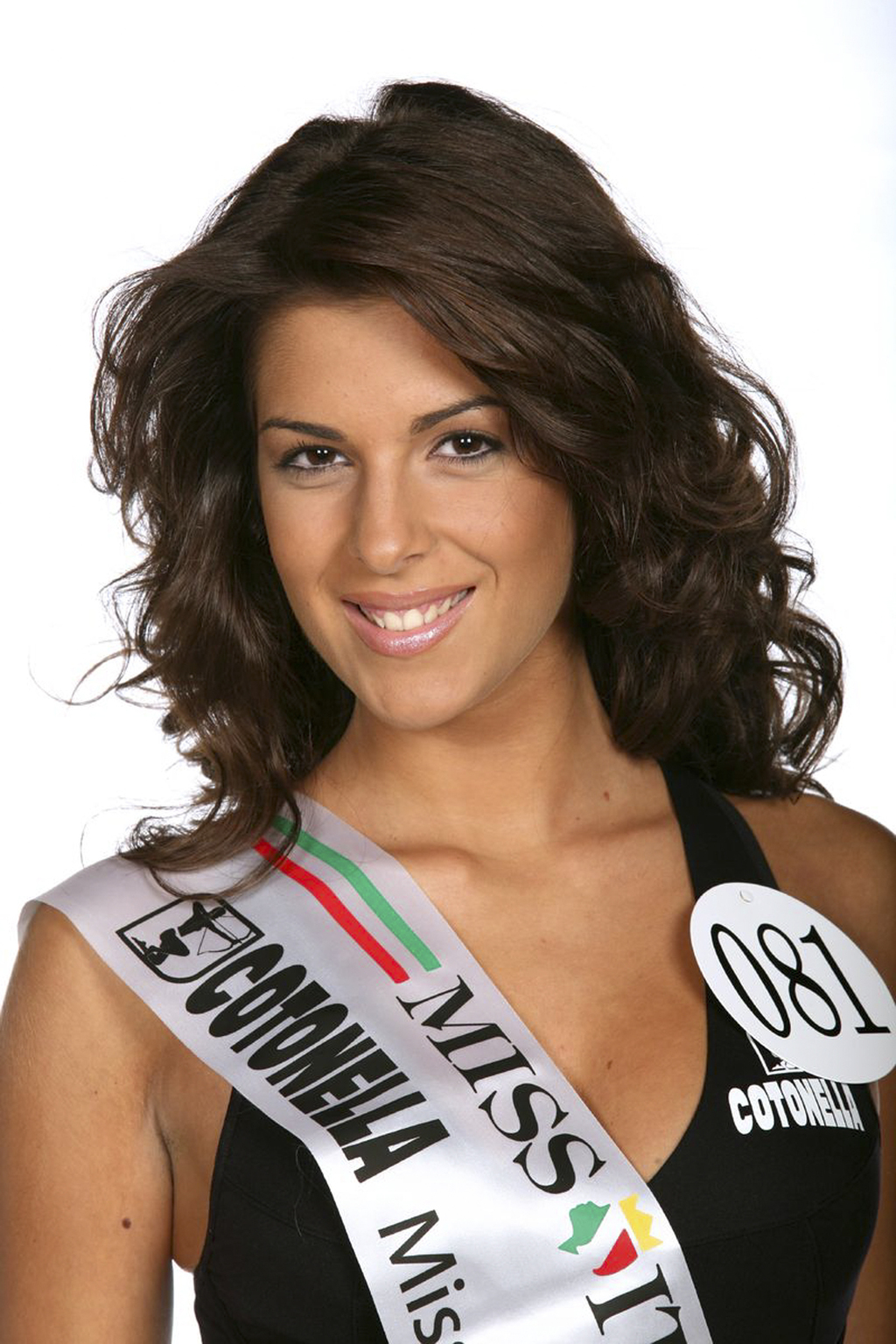 The Italian beauty queen, which the former doused with acid, first showed face