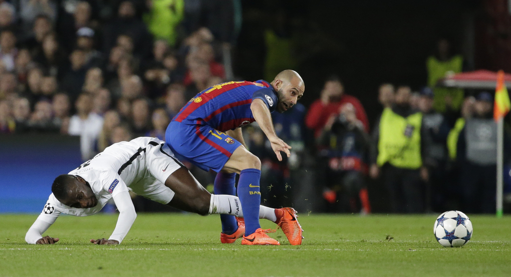 PSG's Blaise Matuidi, left, challenges for the ball with Barcelona's Javier Mascherano during the Champions League round of 16, second ...