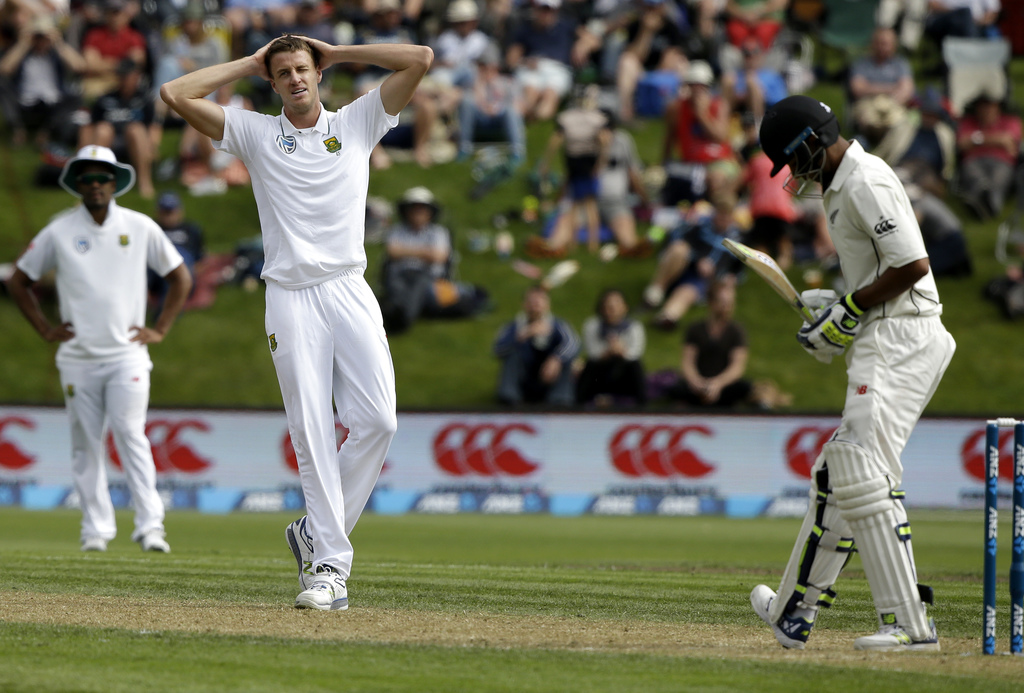 South Africa's Morne Morkel reacts after bowling to New Zealand's Jeet Raval, right, during the first cricket test at University Oval, ...