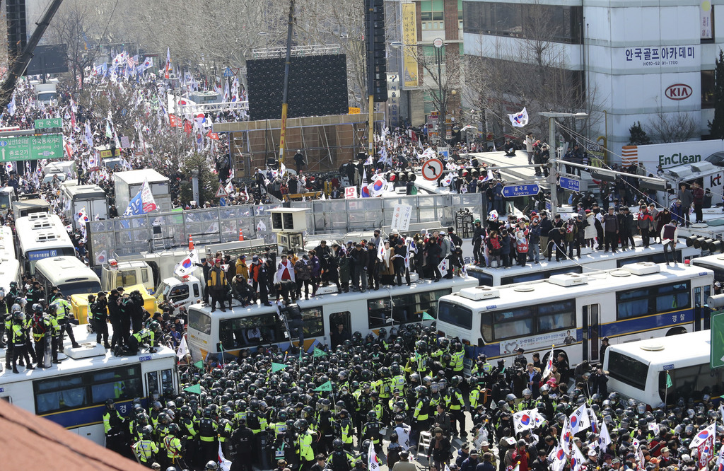 Supporters of South Korean President Park Geun-hye are blocked by police as they march toward Constitutional Court after a rally opposi...