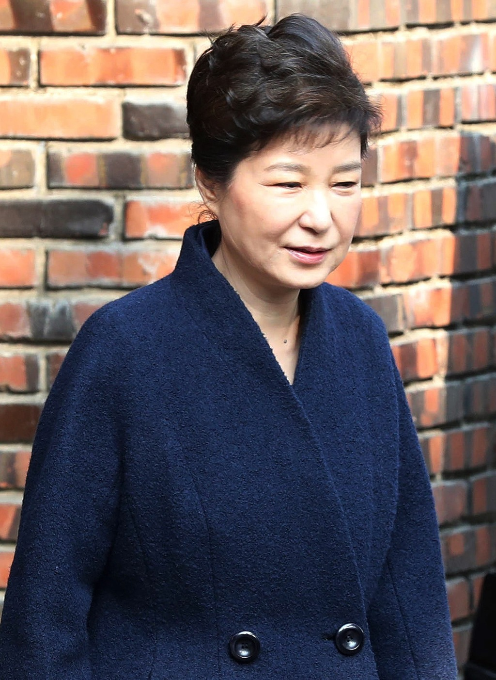 South Korean ousted President Park Geun-hye leaves from her private home to prosecutors office in Seoul, South Korea, Tuesday, March 21...