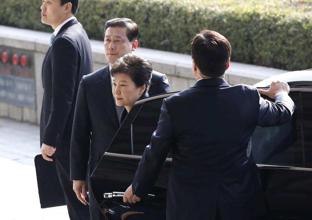 South Korea's ousted leader Park Geun-hye, second right, arrives at a prosecutor's office in Seoul, South Korea Tuesday, March 21, 2017...