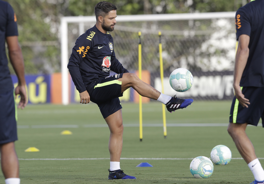Brazil's Diego practices during a training session of the national soccer team in Sao Paulo, Brazil, Monday, March 20, 2017. Brazil wil...