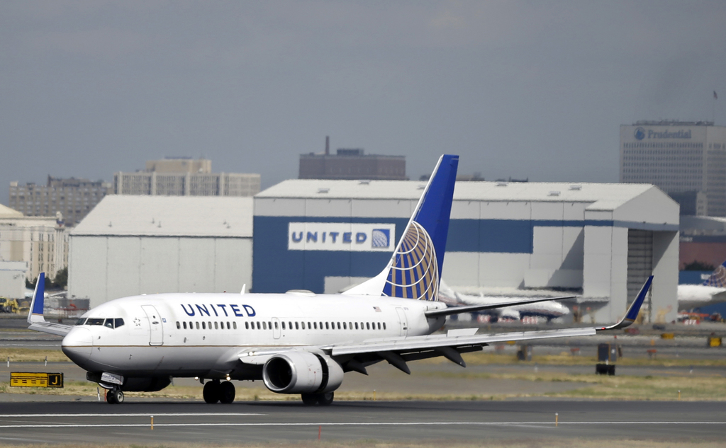 FILE - In this Sept. 8, 2015, file photo, a United Airlines passenger plane lands at Newark Liberty International Airport in Newark, N....
