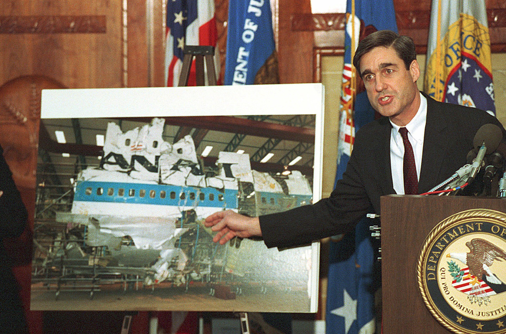 FILE - In this Nov. 14, 1991, file photo, then-Assistant Attorney General Robert Mueller points to a photo of the reconstructed wreckag...