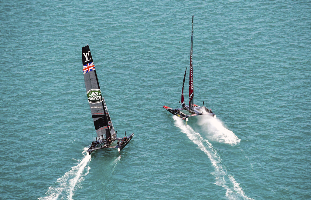 New Zealand boat capsizes throwing men overboard during America's Cup