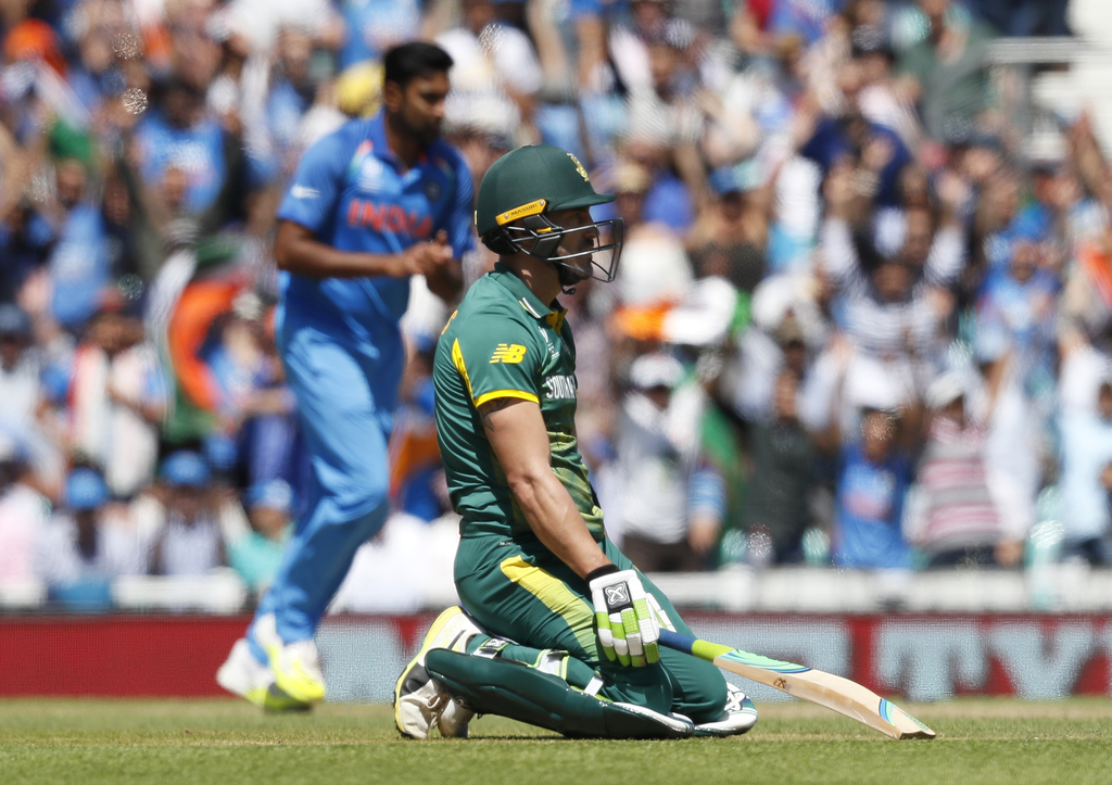 India stroll into semi-finals with rout of South Africa