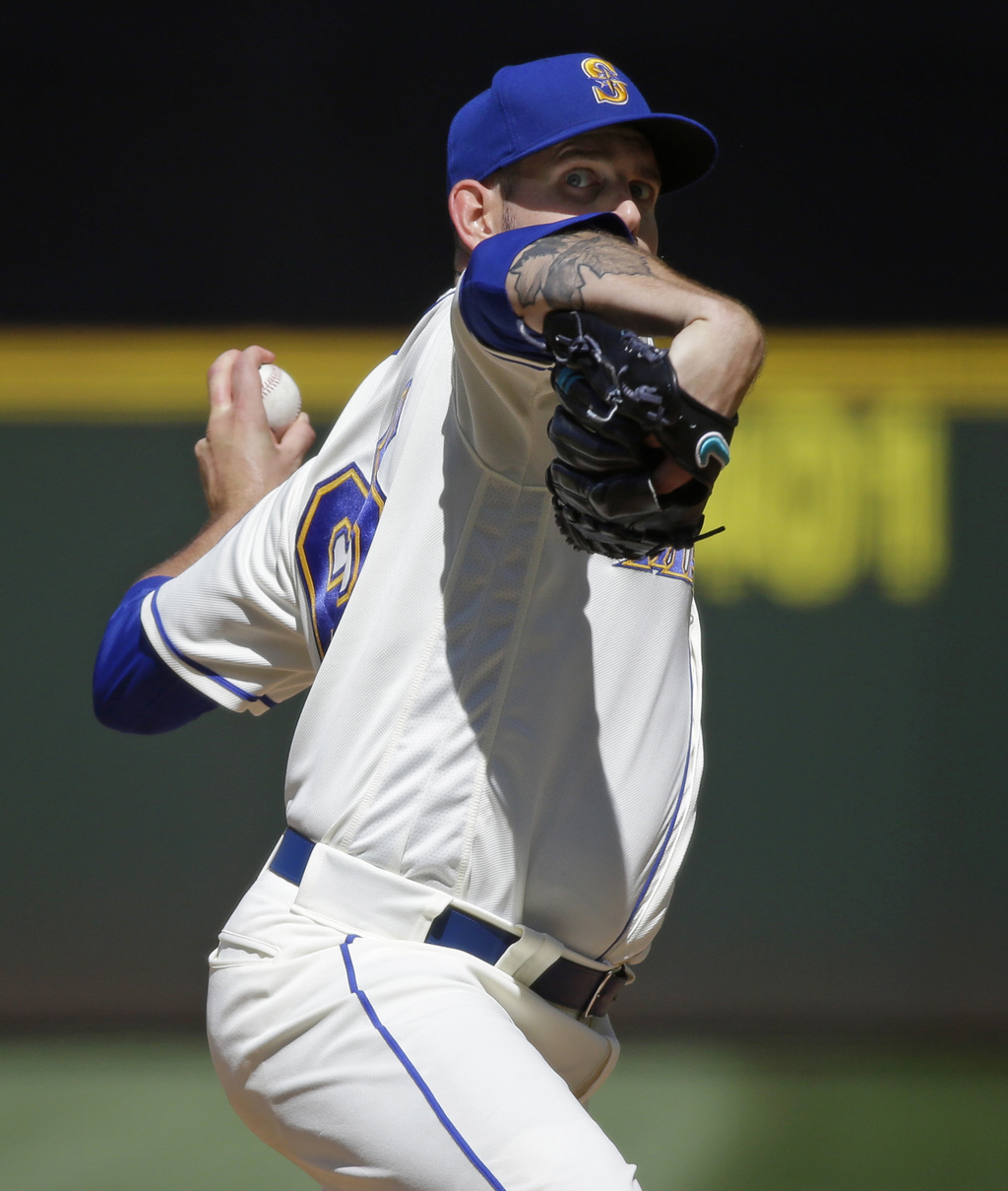 Seattle Mariners starting pitcher James Paxton throws against the New York Mets in the sixth inning of a baseball game, Sunday, July 30, 2017, in Seat...