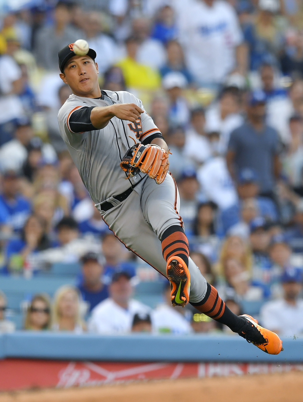 San Francisco Giants third baseman Jae-Gyun Hwang, of South Korea, attempts to throw out Los Angeles Dodgers' Enrique Hernandez at first during the se...