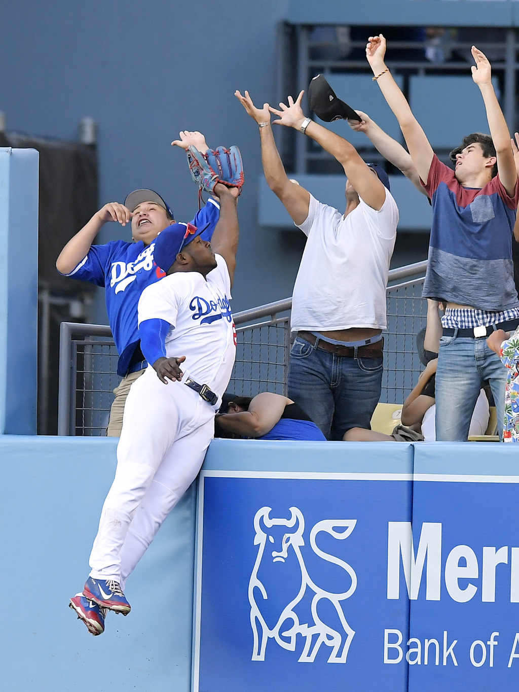 Los Angeles Dodgers right fielder Yasiel Puig is unable to reach a ball hit for a solo home run by San Francisco Giants' Conor Gillaspie during the ei...