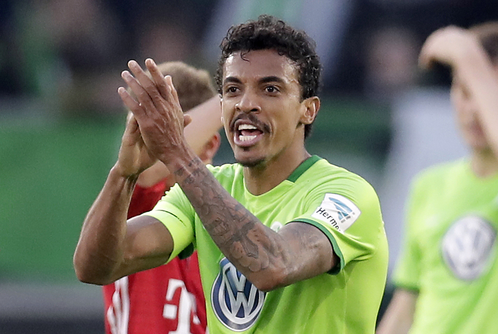 FILE- In this April 29, 2017 file photo, Wolfsburg's Luiz Gustavo applauds after referee Felix Swayer sent him off the pitch during the German Bundesl...