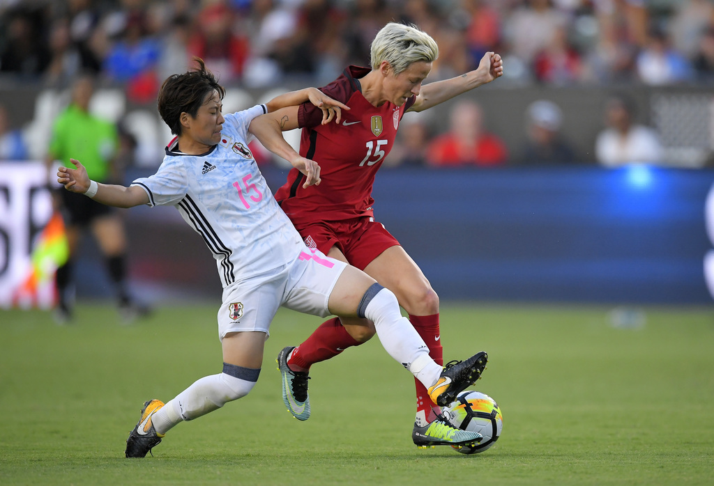 Japan's Yuka Momiki, left, and United States' Megan Rapinoe vie for the ball during the first half of Tournament of Nations soccer match, Thursday, Au...