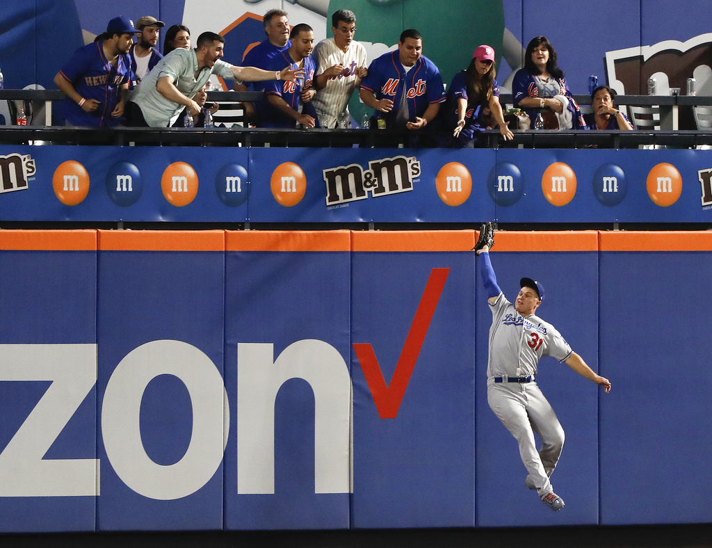Los Angeles Dodgers center fielder Joc Pederson (31) makes a leaping catch on a ball hit deep by New York Mets' Neil Walker to end the baseball game, ...