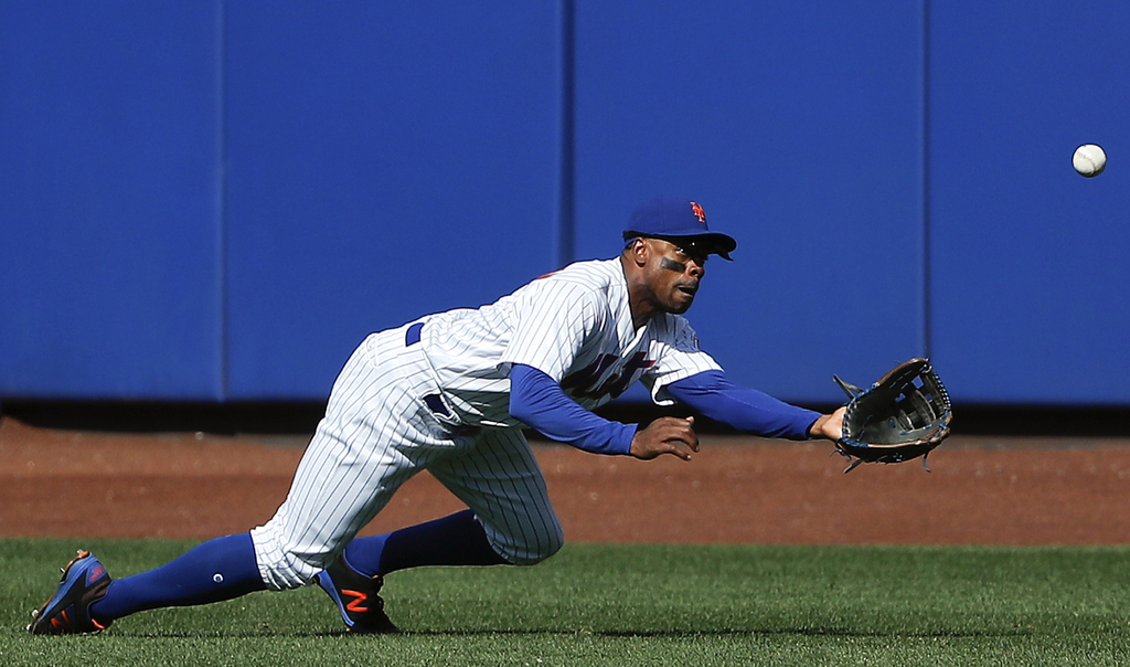 New York Mets right fielder Curtis Granderson makes a diving catch on a ball hit by Los Angeles Dodgers' Logan Forsythe (11) during the second inning ...