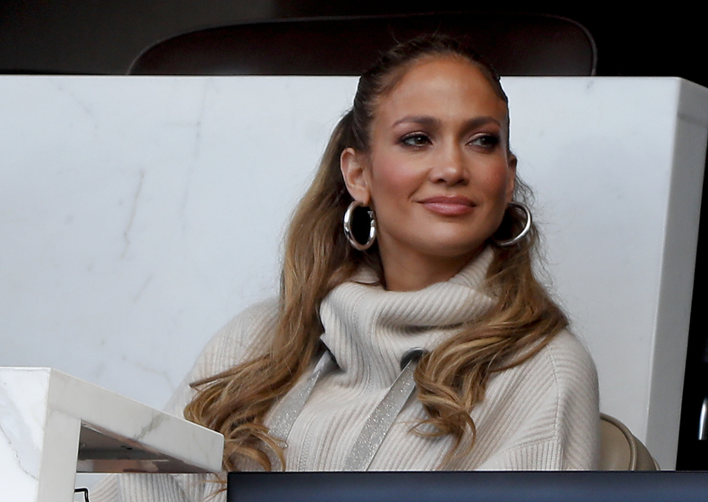 Jennifer Lopez watches a baseball game between the New York Mets and the Los Angeles Dodgers, Saturday, Aug. 5, 2017, in New York. (AP Photo/Julie Jac...
